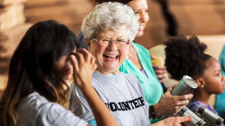 Top 5 Senior Volunteering Opportunities For This Holiday Season